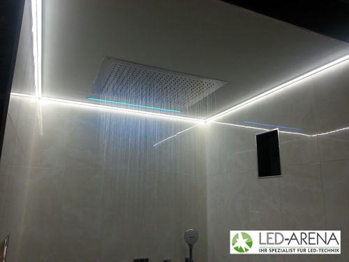 Dusche mit farbwechselnder LED-Beleuchtung